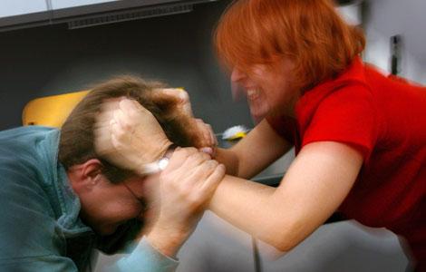 Κακοποίηση ανδρών απο γυναίκες